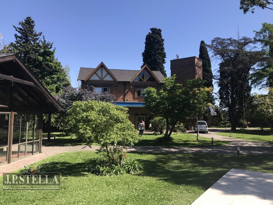 Casa 6 ambientes – Quincho – Pileta – Casa de Caseros- Thames 901 – Villa Luzuriaga