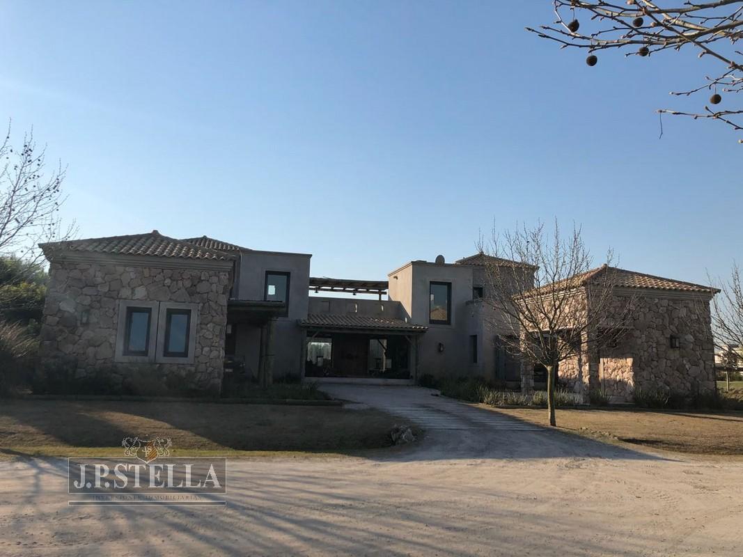 Excelente Casa 5 Amb. Lote: 32 – 380 m² Cubiertos en CLUB de CAMPO – El Metejón – Colectora Au. Ezeiza – Cañuelas Km 51,5